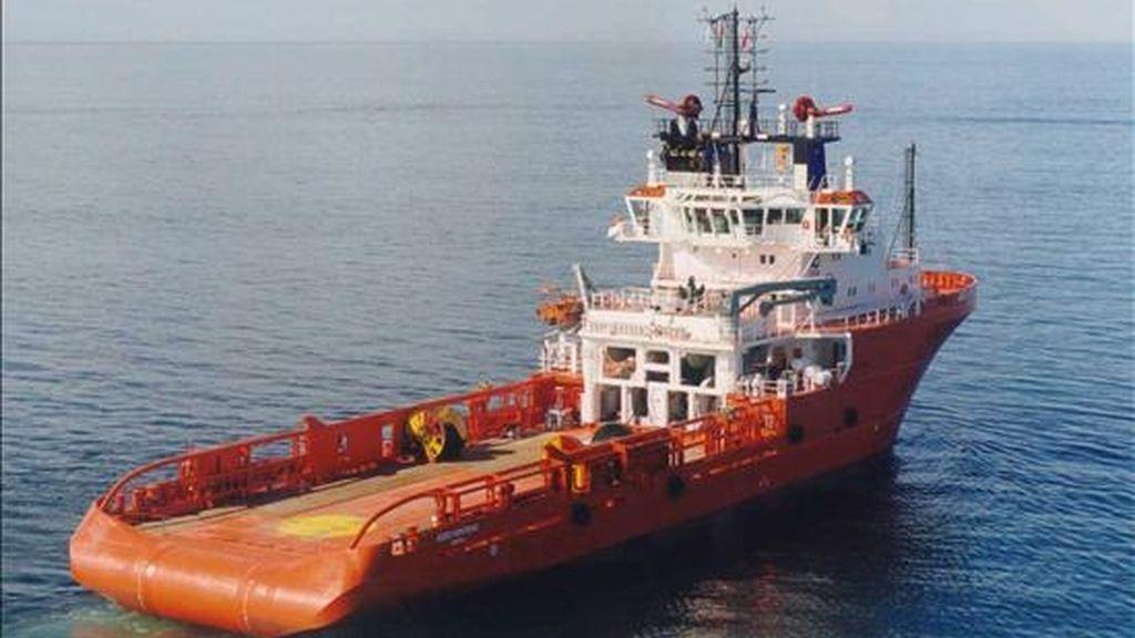 Fotografía de archivo del remolcador Ace Asso 22, que ha participado en las labores de rescate tras el naufragio de una embarcación de emigrantes ilegales frente a las costas de Libia. EFE/Archivo