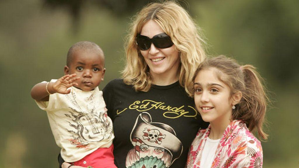 Madonna con su hijo adoptado en Malawi