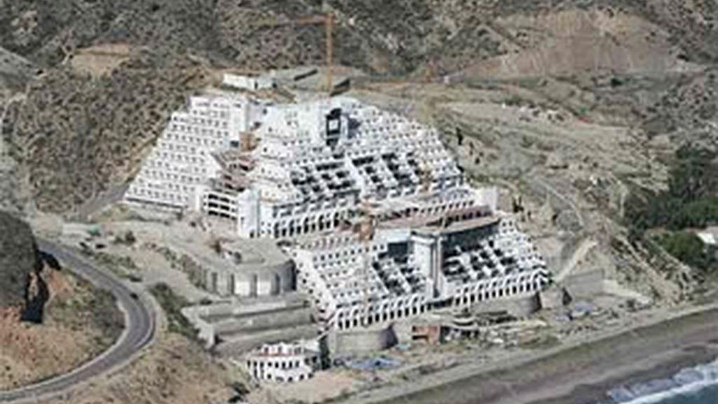 La demolición del hotel, cada vez más cerca. Foto: Archivo / EFE.