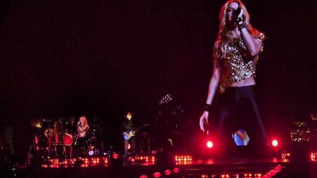 La cantante colombiana Shakira canta durante un concierto en el Madison Square Garden de Nueva York (EE.UU.). EFE