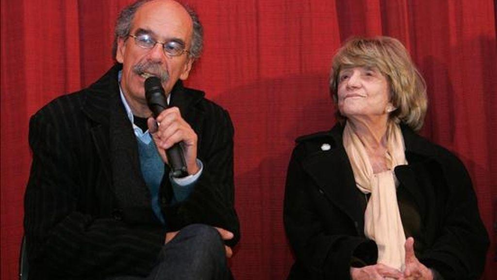 En el evento, y como preámbulo a la proyección del filme en la noche montevideana, los escritores Carlos María Domínguez y María Esther Gilio presentaron su magna biografía de Onetti. EFE