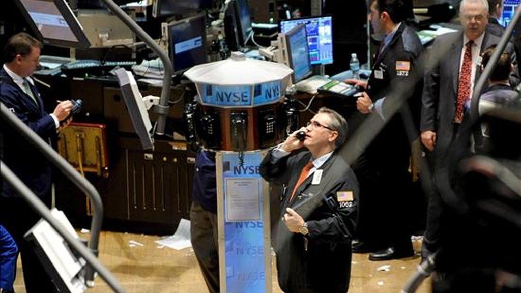 El Dow Jones cedió 9,72 puntos y quedó en los 8.270,87 enteros. EFE/Archivo