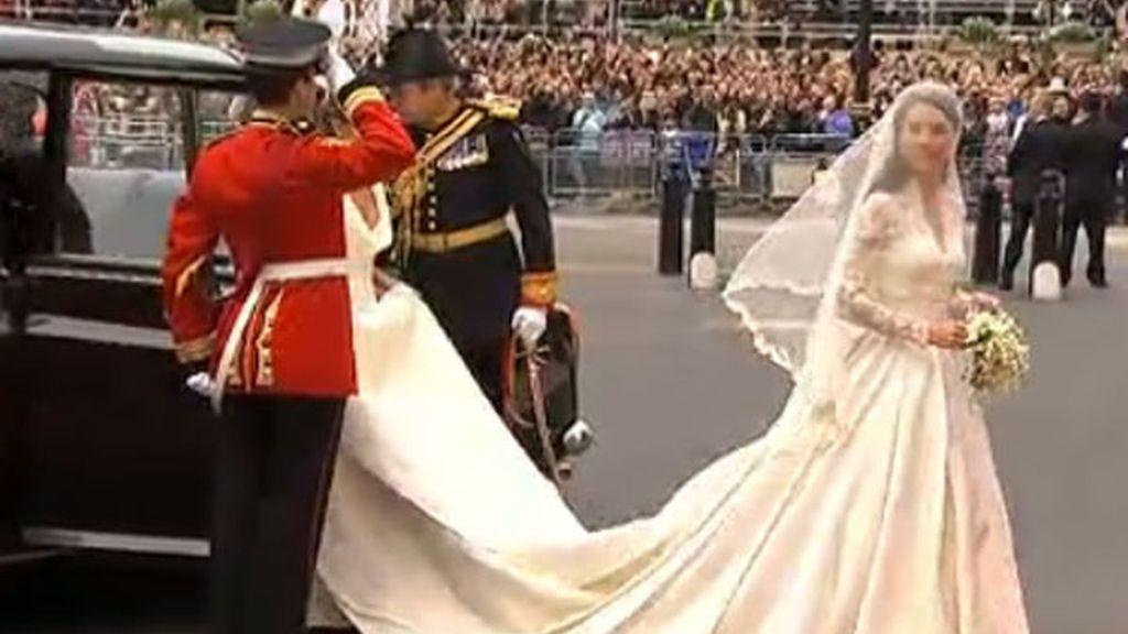 La novia Kate Middleton a su llegada a la abadía de Westminster