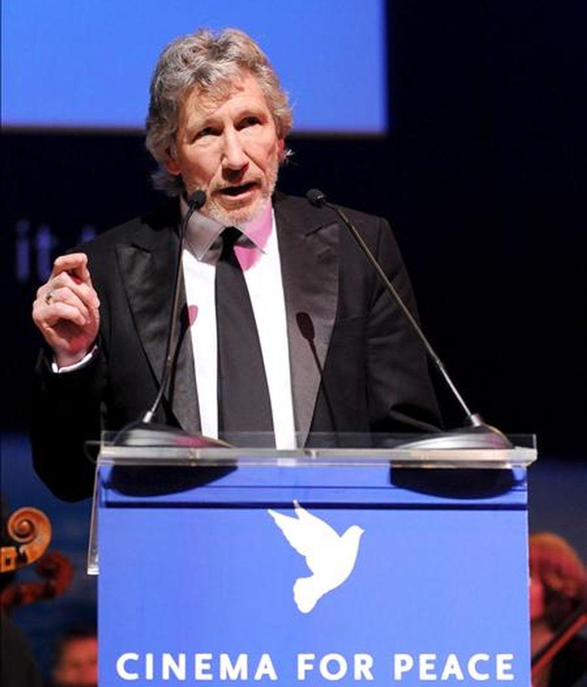 """El bajista de la agrupación británica """"Pink Floyd"""" Roger Waters durante el discurso que ofreción el pasado 9 de febrero, en la gala de """"Cine por la Paz"""", en el marco de la edición 59 del Festival Internacional de Cine de Berlín (Alemania). EFE/Archivo"""
