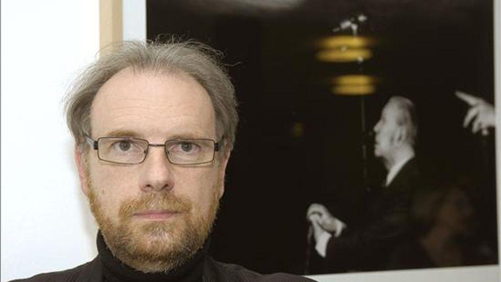 """El fotógrafo argentino Daniel Mordzinski, inauguró en el Instituto Cervantes de Fráncfort, una exposición titulada """"De tinta y luz. Retratos de escritores Hispanoamericanos"""". EFE"""