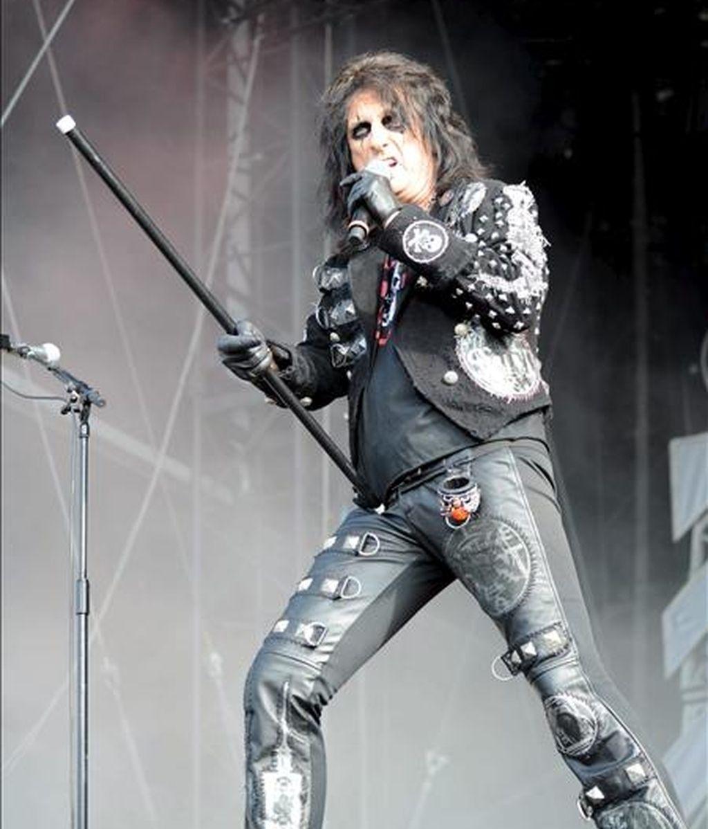 El cantante estadounidense Alice Cooper en una actuación en un festival de Alemania. EFE/Archivo