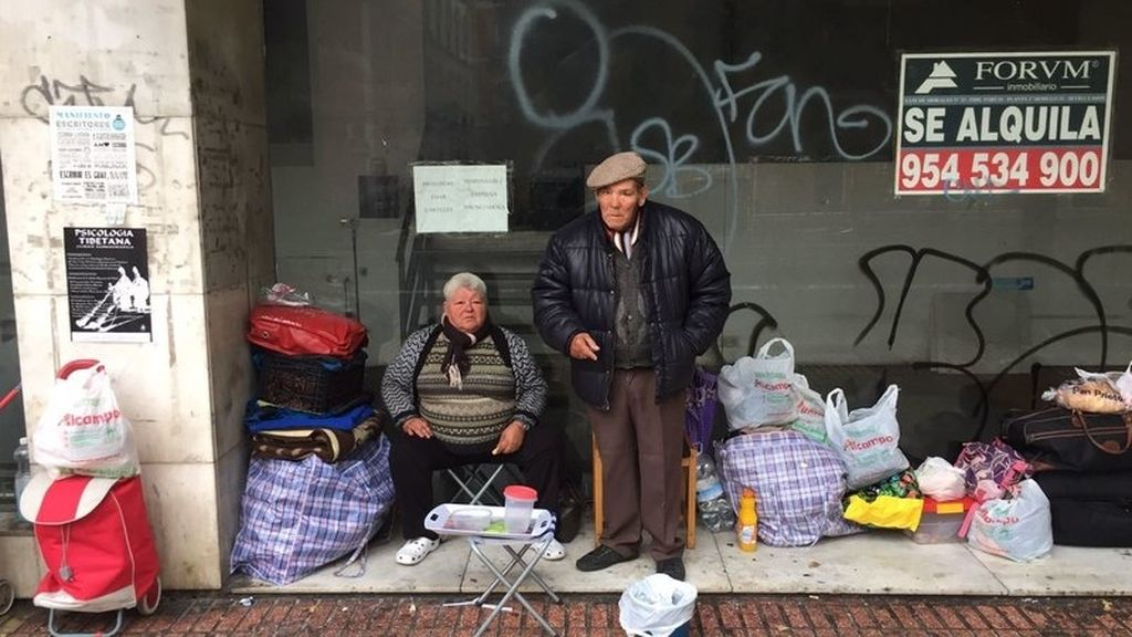 Las redes se movilizan por unos ancianos que viven en la calle