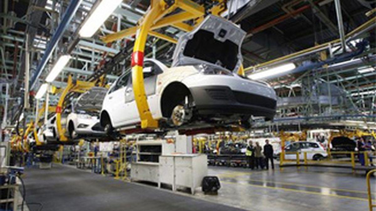 Aspecto de la cadena de montaje de la factoria de Ford en Almussafes. Foto: EFE.