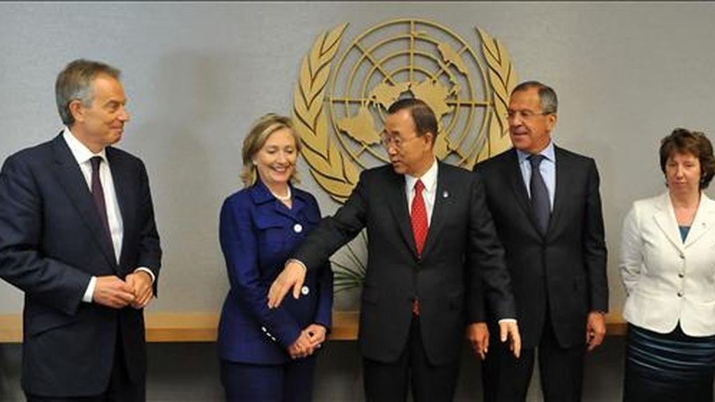 El enviado especial del Cuarteto para Medio Oriente, el británico Tony Blair; la secretaria de Estado estadounidense, Hillary Clinton, el secretario general de Naciones Unidas, Ban Ki-moon; el ministro ruso de Asuntos Exteriores, Sergey Lavrov; y la alta diplomática europea Catherine Ashton asisten ayer a la cumbre de la ONU sobre los Objetivos de Desarrollo del Milenio. EFE