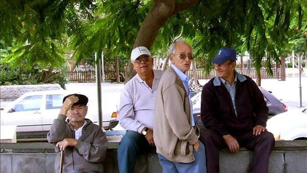 Los mayores defienden sus derechos y reivindican la subida de las pensiones. EFE/Archivo
