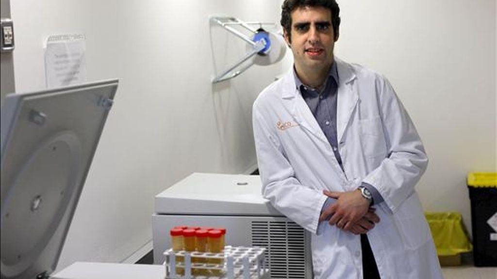 Los virus causantes de ciertos cánceres modifican su material genético para burlar las defensas del organismo, según un estudio del Instituto Catalán de Oncología publicado en Genome Research que apunta que estas alteraciones epigenéticas también pueden estar presentes en virus como el del sida o el de la gripe. En la imagen, Manel Esteller, coordinador del trabajo y director del Programa de Epigenética y Biología del Cáncer (PEBC) del Instituto de Investigación Biomédica de Bellvitge (IDIBELL)-Instituto Catalán de Oncología (ICO). EFE