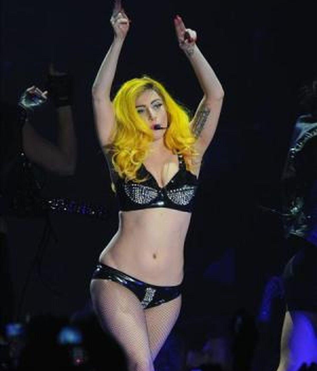 En la imagen, la cantante estadounidense Stefani Joanne Angelina Germanotta, conocida como Lady Gaga (i). EFE/Archivo