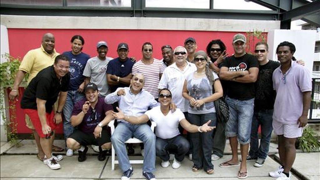 """La banda salsera cubana los Van Van inicia en Tokio una gira por Japón y Australia en la que buscará """"poner en pie al público"""" y mostrar que, 40 años después de su formación, sigue siendo """"una familia en la que todos ponen un granito de arroz"""". EFE"""