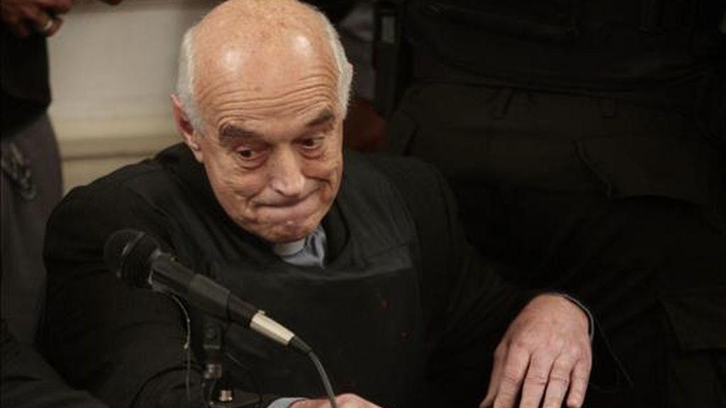 El máximo tribunal penal de Argentina confirmó la condena a cadena perpetua al sacerdote católico Christian Von Wernich por delitos de lesa humanidad durante la última dictadura militar. EFE/Archivo