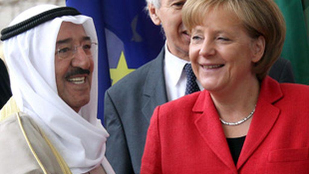 """Merkel se ha comprometido a apoyar el plan de ayuda a Grecia cuando el país heleno cumpla """"ciertas  condiciones""""."""