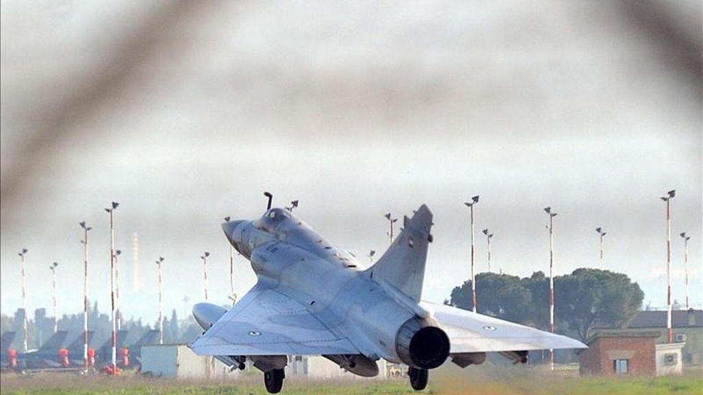 Los aviones de combate de la OTAN han protagonizado hoy nuevas incursiones aéreas contra las ciudades de Jefra y Aziziya, al sur de la capital Trípoli, anunció la televisión oficial libia. EFE/Archivo