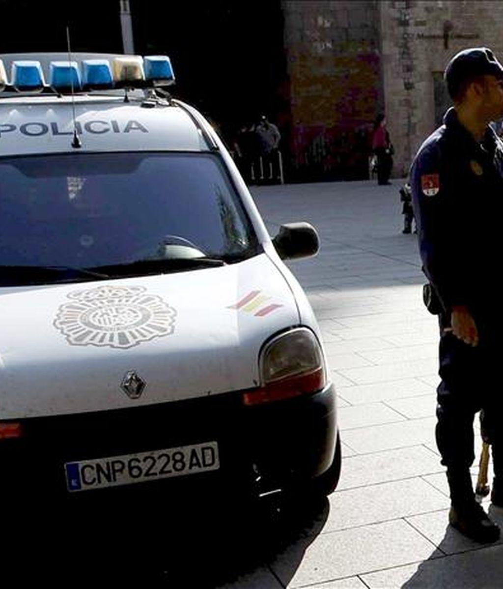 Dos efectivos de la Policía Nacional. EFE/Archivo