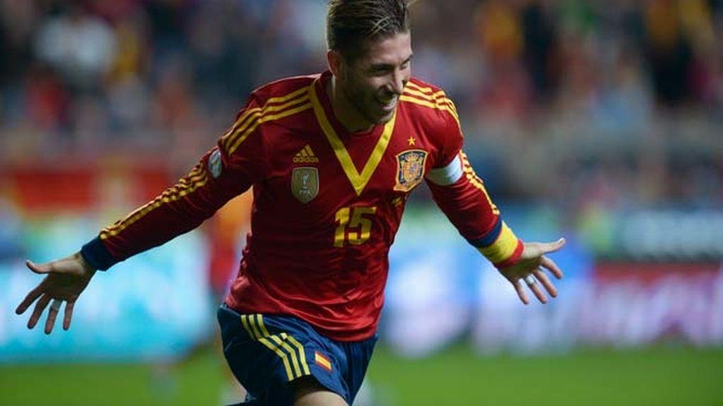 España 1 - 0 Finlandia. Gol de Sergio Ramos