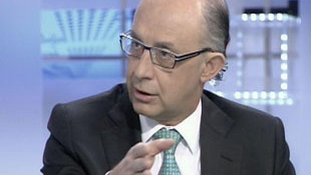 El portavoz económico del PP, Cristóbal Montoro, durante la entrevista en el Informativo Matinal. Vídeo: Informativos Telecinco.