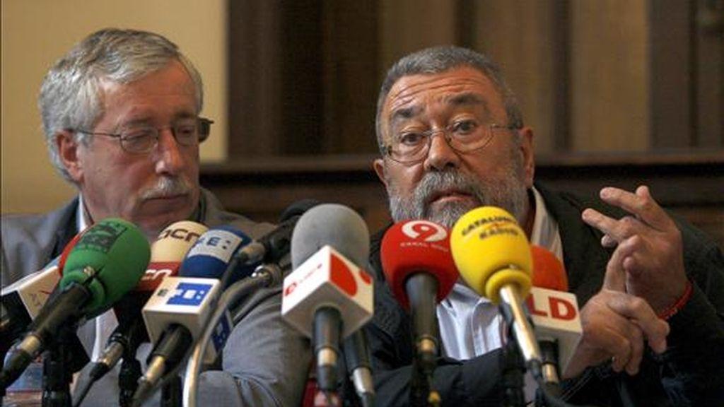 Los secretarios generales de UGT, Cándido Méndez (dcha), y CCOO, Ignacio Fernández Toxo, durante la presentación del manifiesto del movimiento ecologista en apoyo a la huelga general del 29 de septiembre. EFE