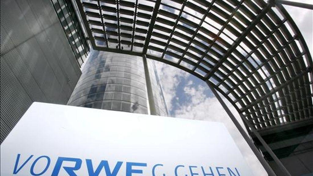 Fotografía de archivo del 14 de agosto de 2008, de la oficina central de RWE, la segunda compañía energética más grande de Alemania, en Essen, Alemania. EFE/Archivo