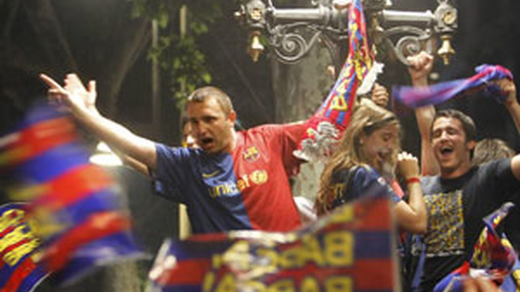 Miles de aficionados han celebrado la tercera Liga consecutiva del Barça. Vídeo: Informativos Telecinco