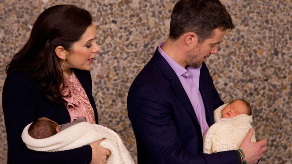 Federico y Mary, preocupados padres