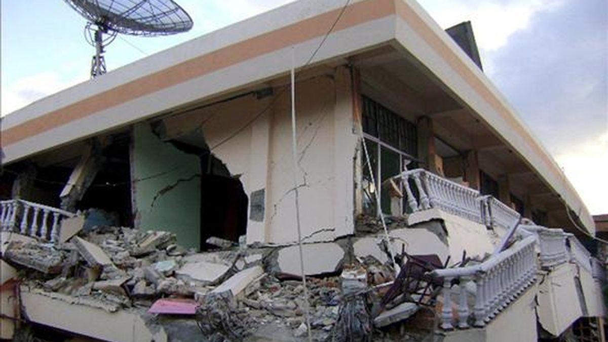 Un terremoto de 6,9 grados de magnitud en la escala Richter sacudió hoy la costa este de Papúa Nueva Guinea, sin que por ahora haya datos sobre víctimas o daños materiales. En la imagen, un edificio derruido por un terremoto.EFE/Archivo