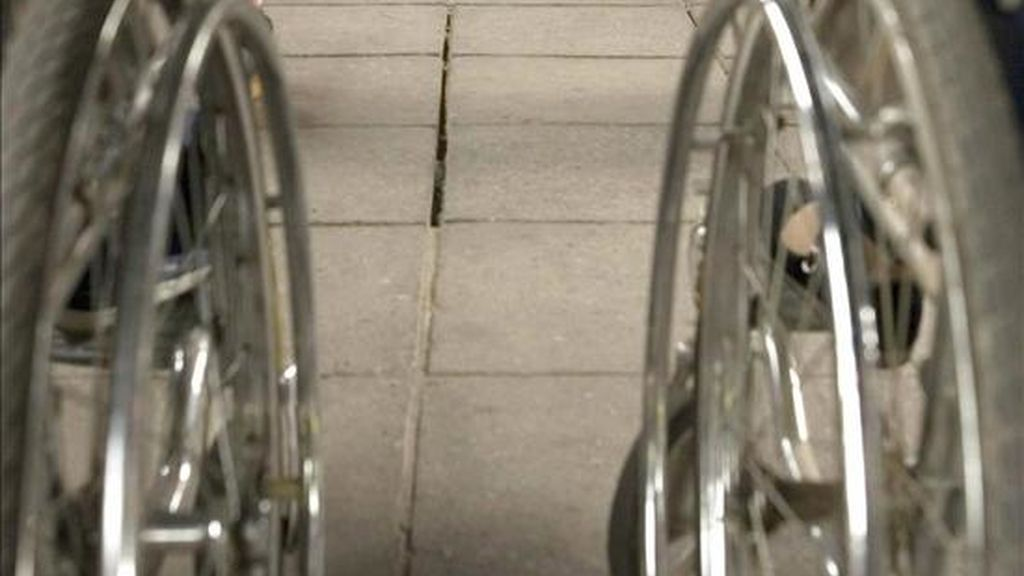 Varios ancianos en silla de ruedas en una residencia. EFE/Archivo