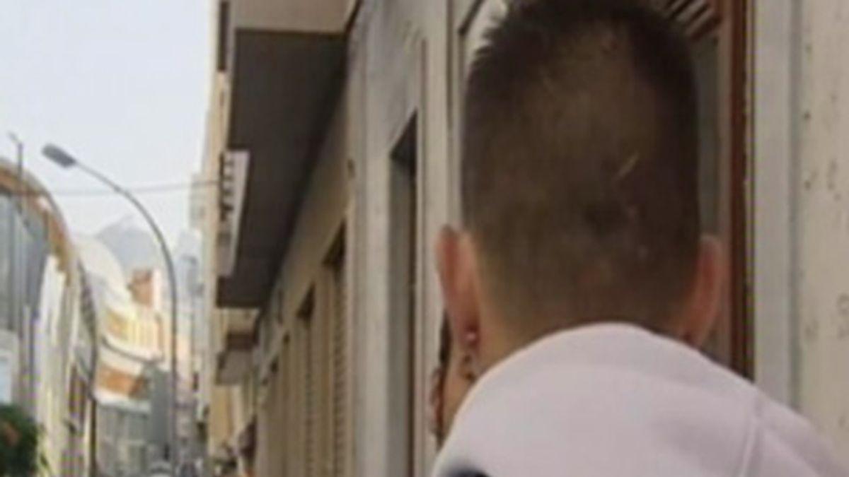 Uno de los jóvenes que ha denunciado al educador de la Casa Cuna. Foto: Informativos Telecinco