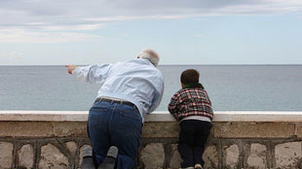 Los abuelos no ven a sus nietos por falta de tiempo de los padres.