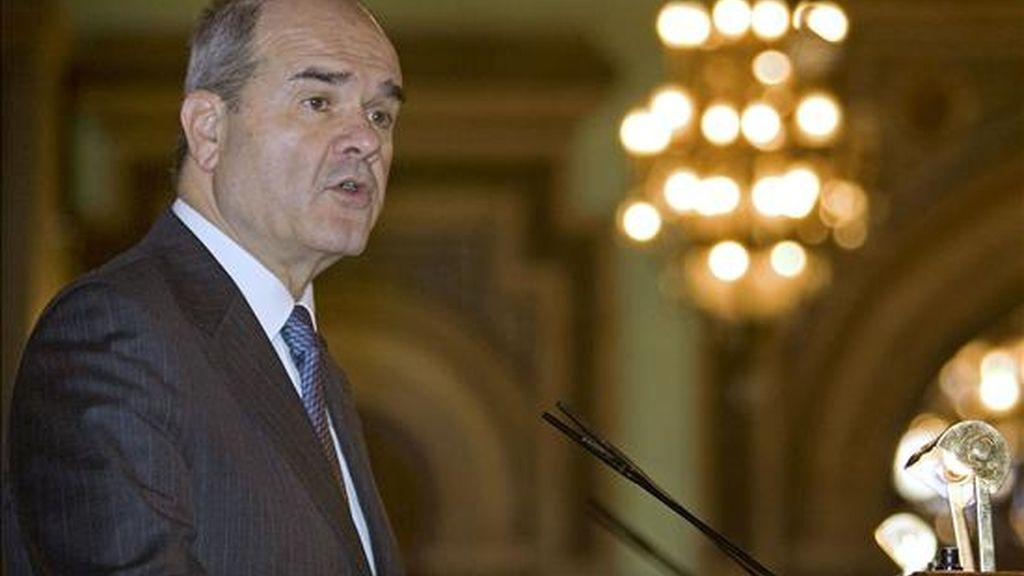 El presidente de la Junta de Andalucía, Manuel Chaves, durante su intervención en el Foro Cinco Días, ciclo de encuentros itinerante que organiza este diario económico en las distintas comunidades autónomas. EFE