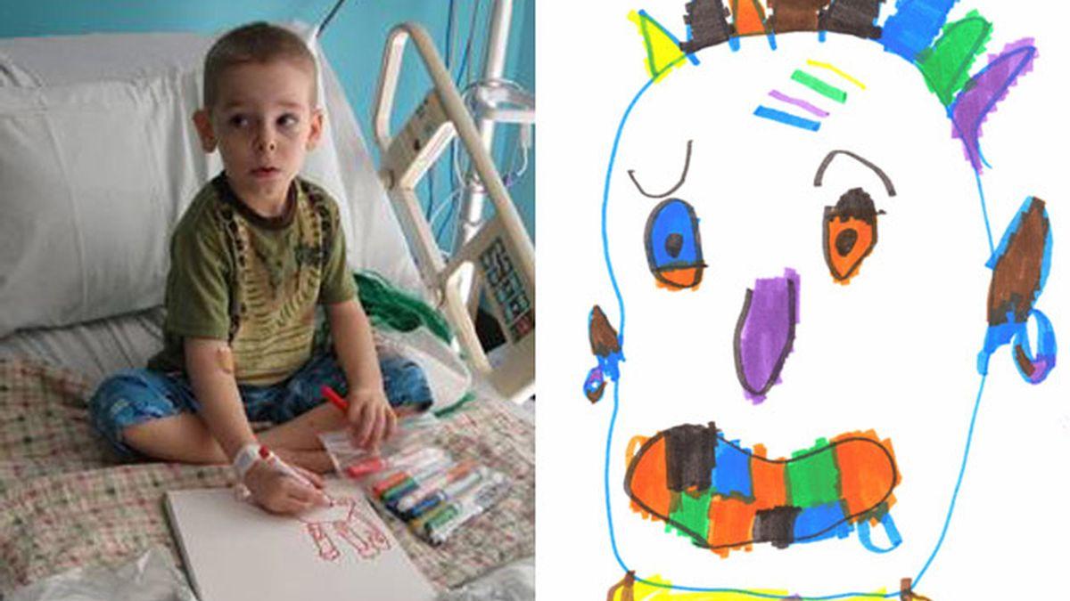 El pequeño Aidan y una de sus pequeñas obras de arte.