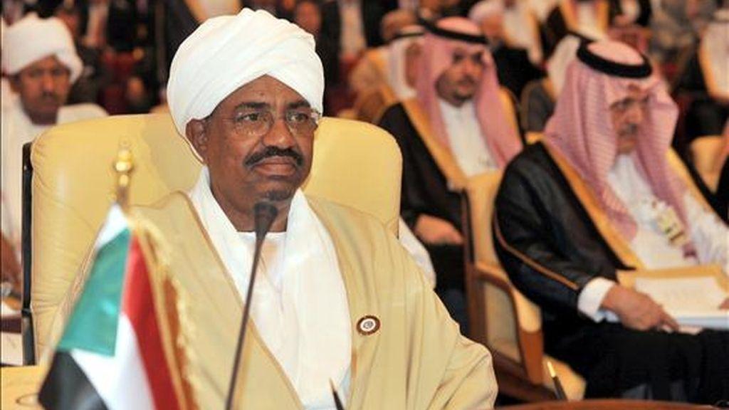 El presidente sudanés, Omar Al Bachir, asiste a la inauguración de la XXI Cumbre de los países de la Liga Árabe en Doha (Qatar). EFE