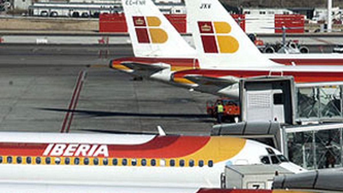Imagen de arvhio de aviones de la compañía española Iberia. Foto: EFE.