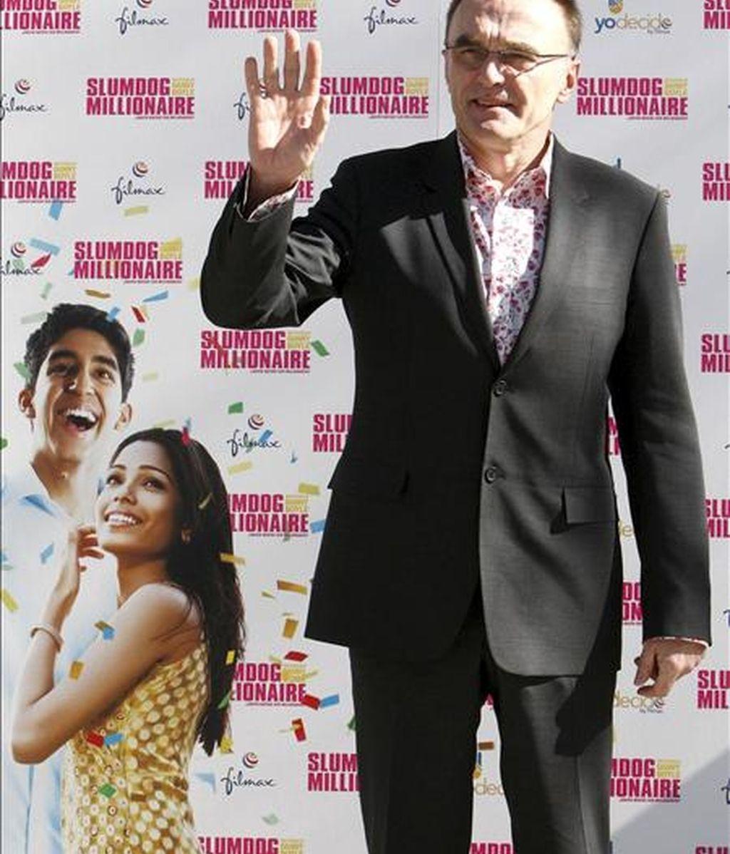 """El cineasta británico Danny Boyle, responsable de cintas como """"Trainspoiting"""" y """"28 días después"""", presentó hoy, en Madrid, """"Slumdog Millionaire"""", la polémica historia sobre los suburbios de Bombay, por la que ya ha logrado 4 Globos de Oro y 7 premios Bafta, que es favorita a los Oscar y se estrena el viernes. EFE"""