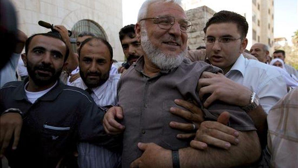 El presidente del Parlamento de la Autoridad Nacional Palestina, el islamista Aziz Dweik, hoy en Ramala tras ser puesto en libertad por Israel. EFE