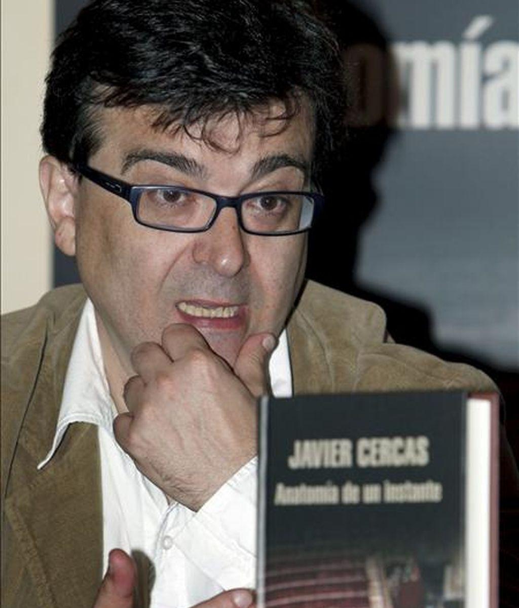 El escritor ha visto más de 100 veces el video con las imágenes del intento de estado. Video: Informativos Telecinco.