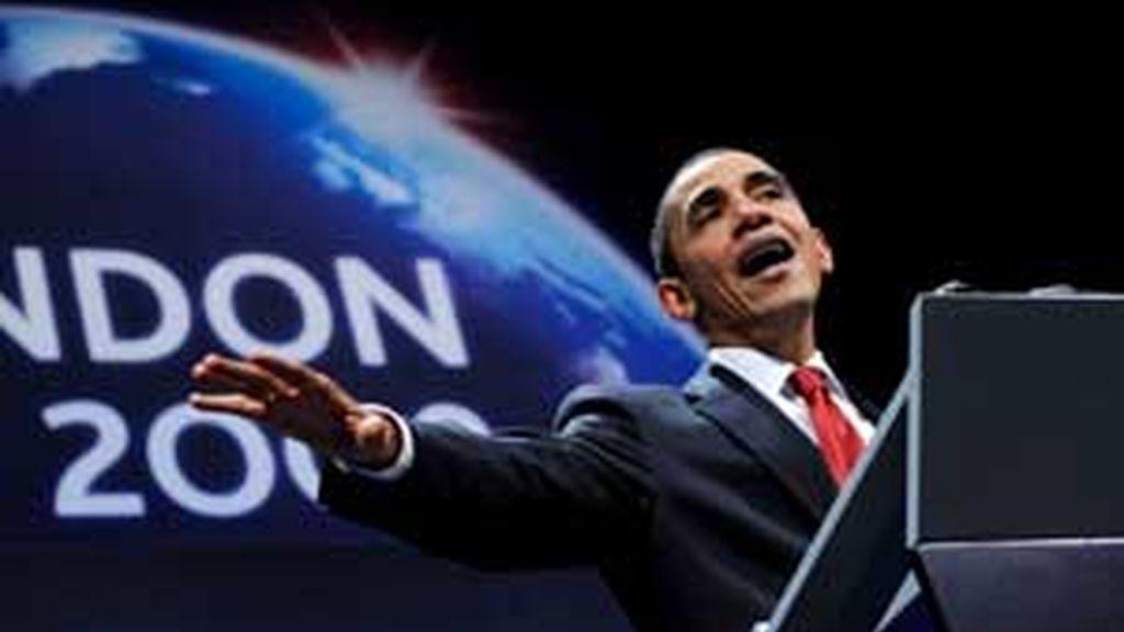 El presidente estadounidense Barack Obama atiende a los medios durante la rueda de prensa ofrecida en la cumbre del G20 celebrada en el este de Londres. Foto: EFE