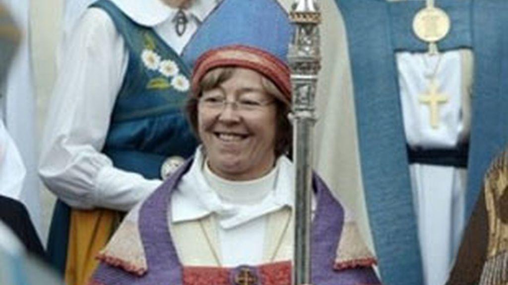 Eva Brune en la ceremonio de ordenación en la que estuvieron presentes los Reyes de Suecia. Foto: AP.