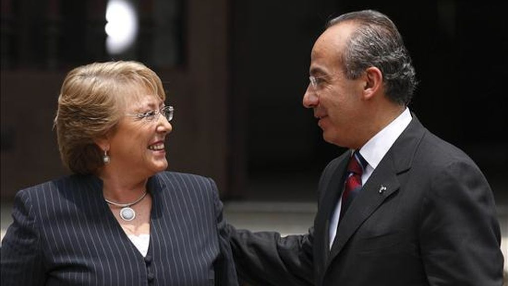 El presidente de México, Felipe Calderón, recibió hoy en la residencia de Los Pinos a su homóloga de Chile, Michelle Bachelet. EFE