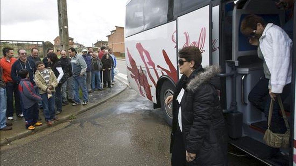 Una caravana de mujeres a su llegada a un pueblo de Zamora el pasado año. EFE/Archivo