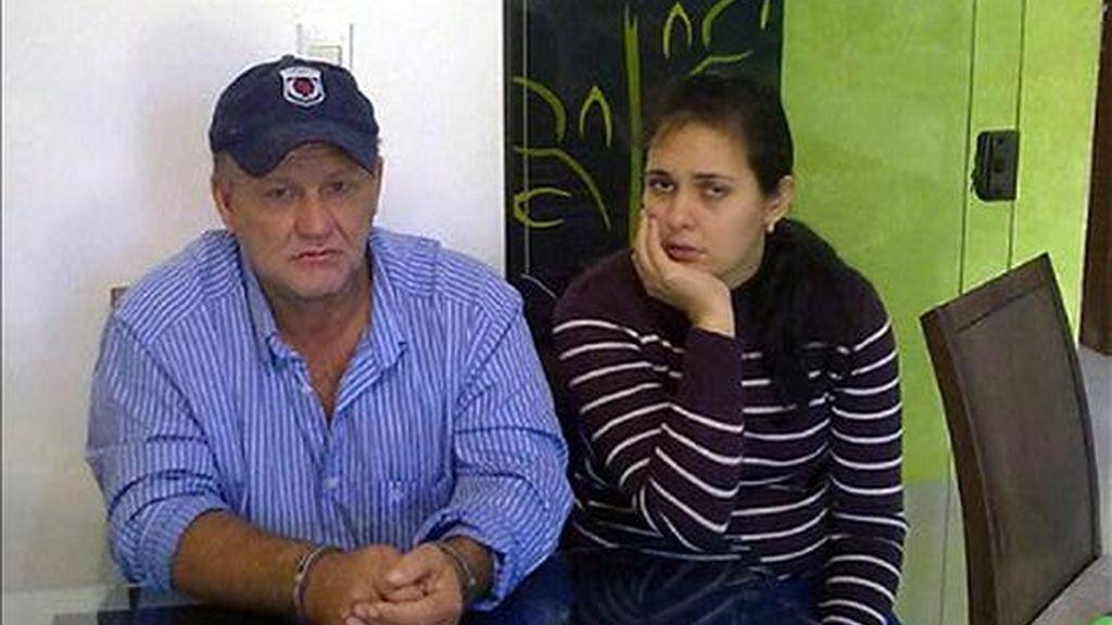 Imagen cedida por el Servicio Nacional Antinarcóticos de Paraguay, de Ireneu Domingo Soligo (i), uno de los narcotraficantes más buscados en la frontera con Brasil. EFE