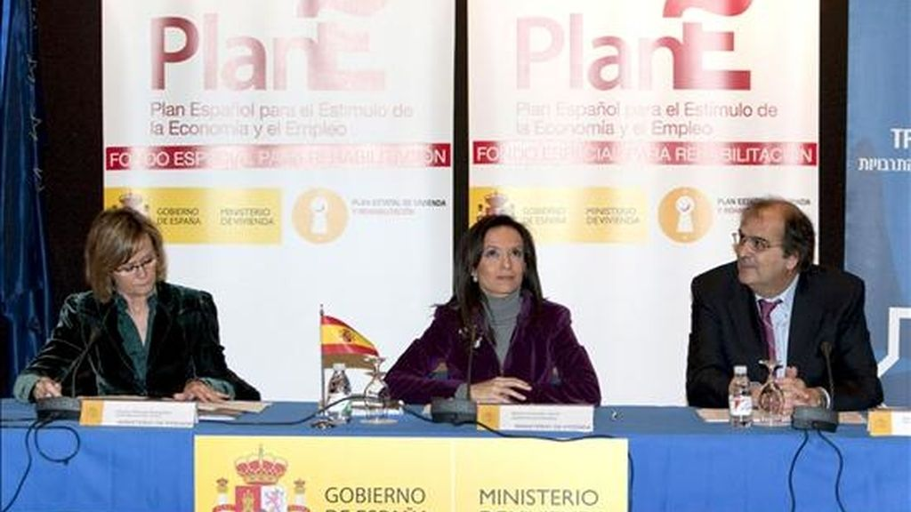 La ministra de Vivienda, Beatriz Corredor (c), preside la Conferencia Sectorial de Vivienda, convocada para el reparto del Fondo Especial de Rehabilitación hoy en Sevilla. EFE
