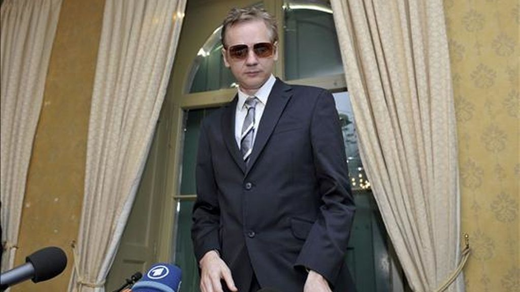 Fotografía tomada el 4 de noviembre de 2010 que muestra al fundador de Wikileaks, Julian Assange, durante una rueda de prensa en Ginebra (Suiza). EFE/Archivo