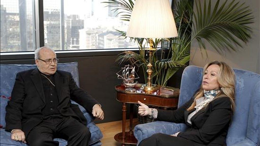 La ministra de Exteriores, Trinidad Jiménez, se ha reunido esta mañana en la sede del Ministerio con el cardenal Jaime Ortega, arzobispo de La Habana y presidente de la Conferencia Episcopal de Cuba, para hablar sobre la posibilidad de nuevas excarcelaciones de disidentes. EFE
