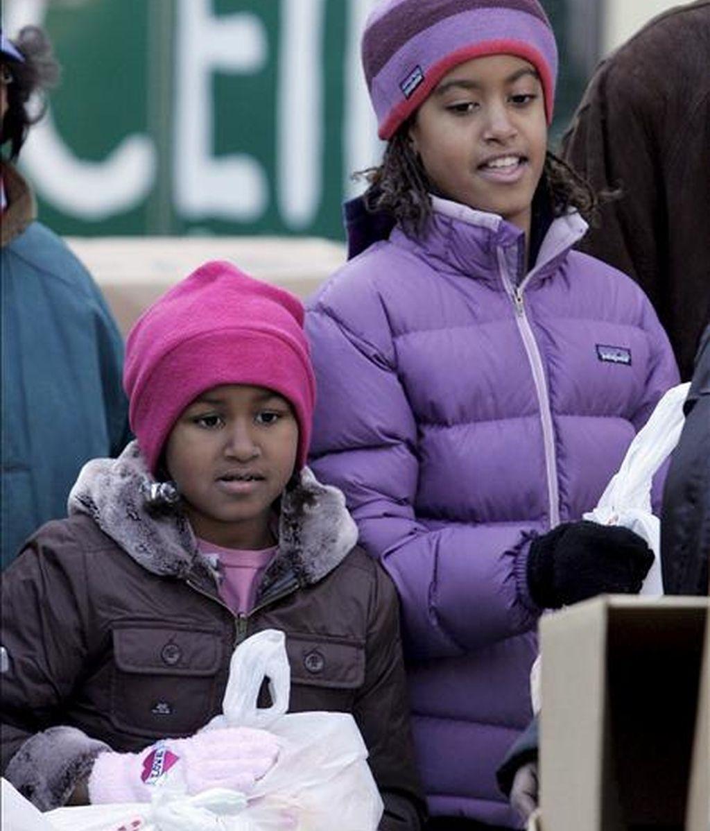 """Según un diario, Obama opinó que era """"inapropiado que la compañía Ty Incorporated usara a Malia (d), de 10 años, y Sasha (i), de 7, con fines de comercialización"""". EFE/Archivo"""