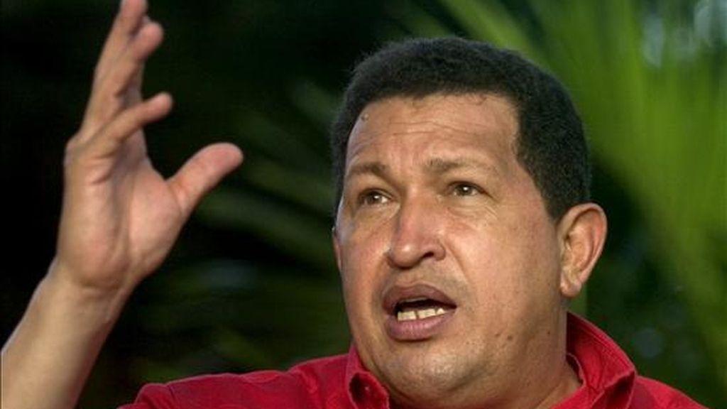 """El presidente de Venezuela, Hugo Chávez, que decretó el 4 de febrero como """"Día de la Dignidad Nacional"""", promueve una enmienda constitucional para la reelección ilimitada de los cargos electos, que será sometida a referendo el próximo 15 de febrero. EFE/Archivo"""