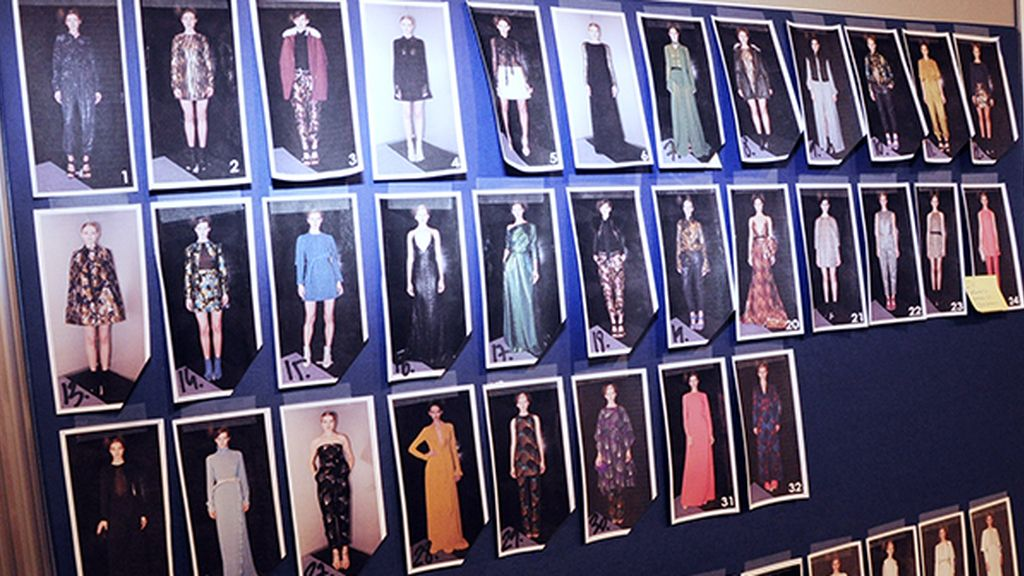 Juanjo Oliva presentó una amplísima colección inspirada en el glamour de los setenta