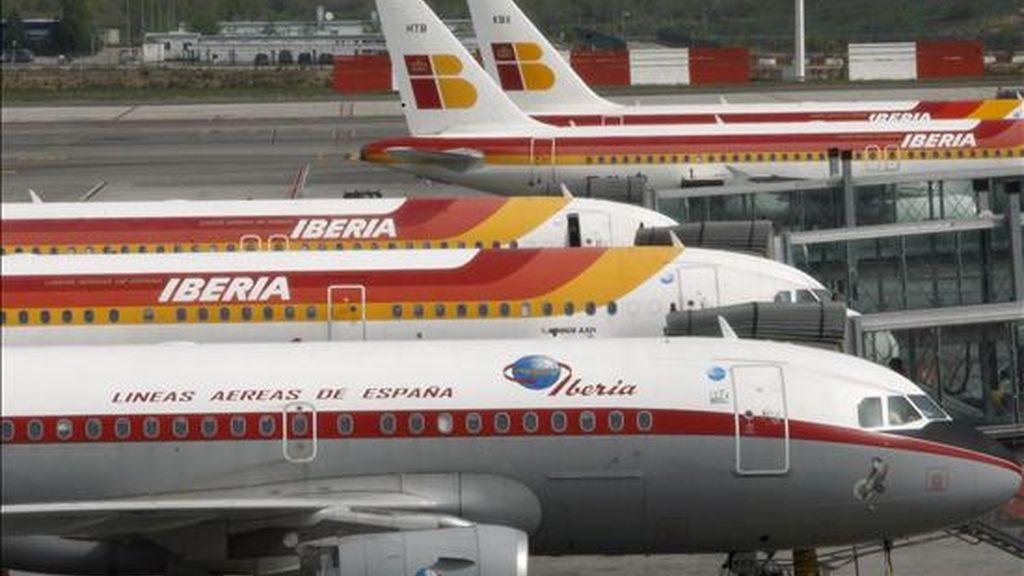 Aviones de Iberia, aparcados en la T4 del aeropuerto de Madrid-Barajas. EFE/Archivo